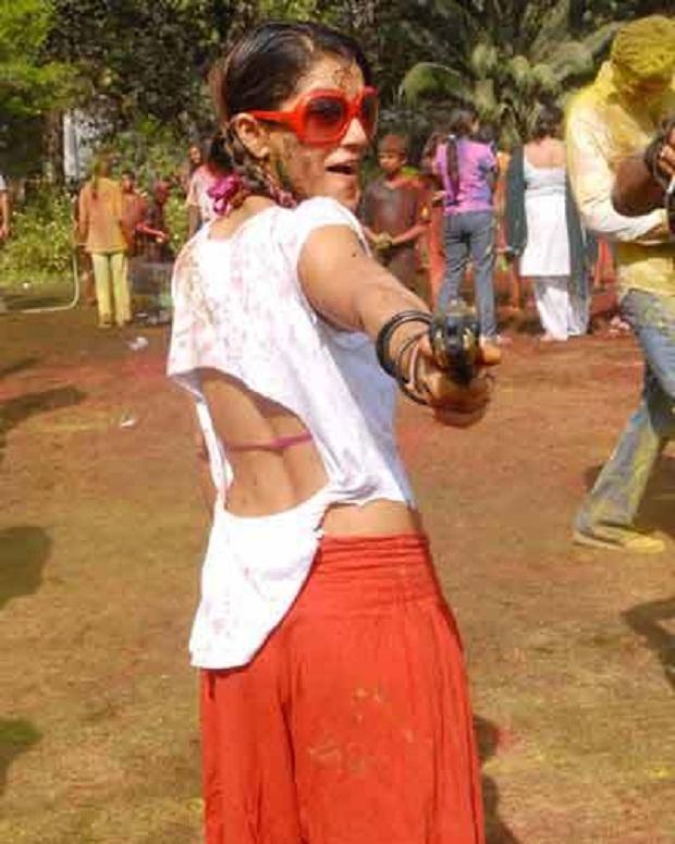Desi girls holi hot still (5)